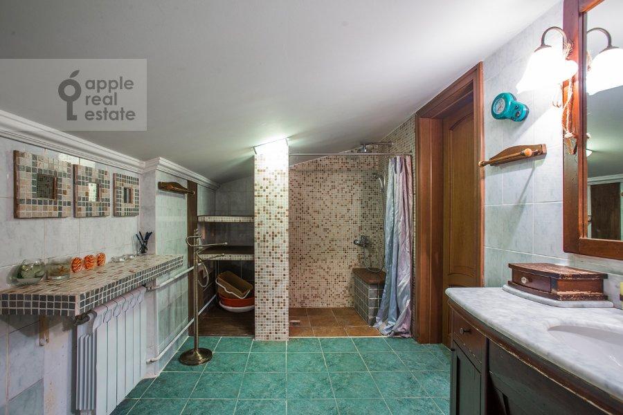 Санузел в 4-комнатной квартире по адресу Тверская ул. 4