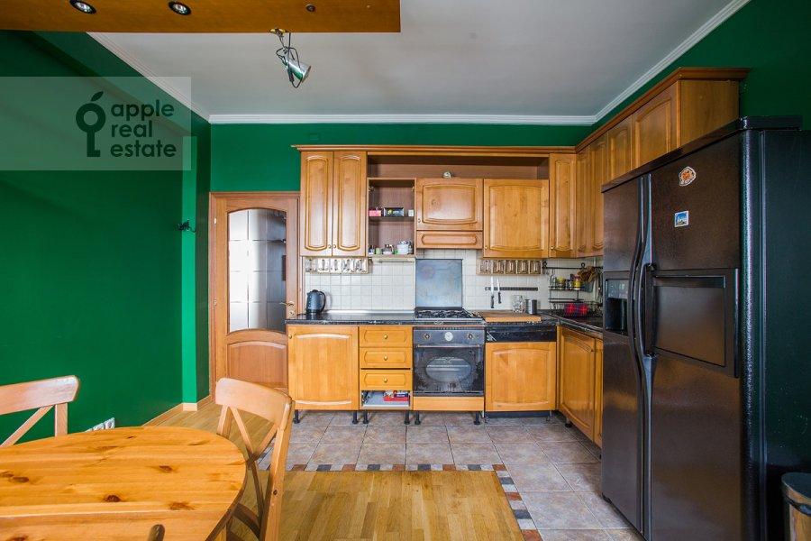 Кухня в 4-комнатной квартире по адресу Тверская ул. 4