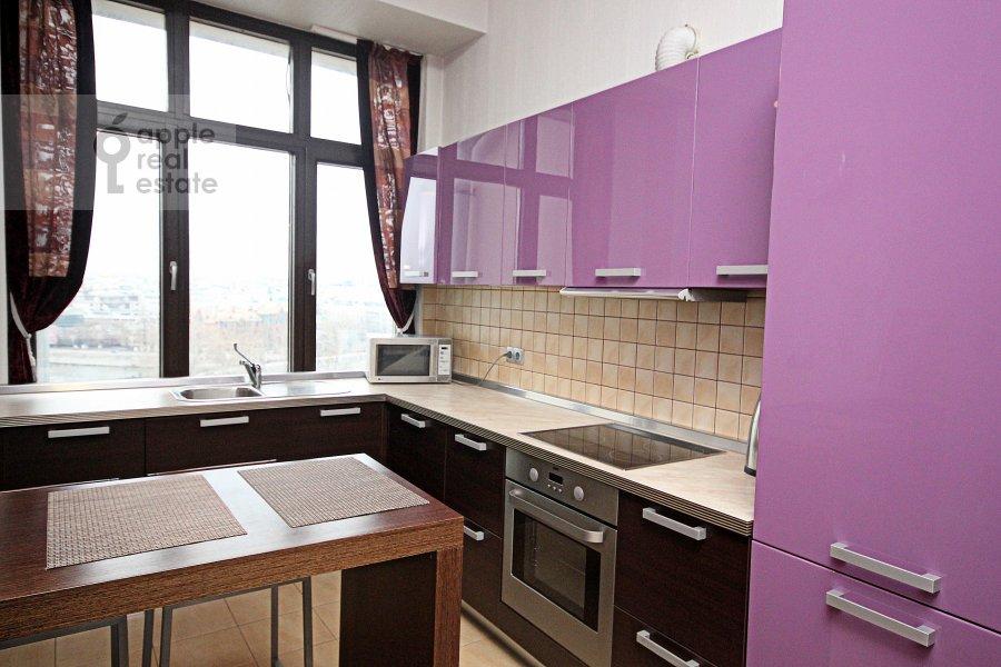 Кухня в 3-комнатной квартире по адресу Серафимовича ул. 2