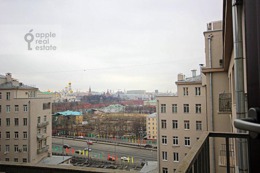 Вид из окна в 3-комнатной квартире по адресу Серафимовича ул. 2