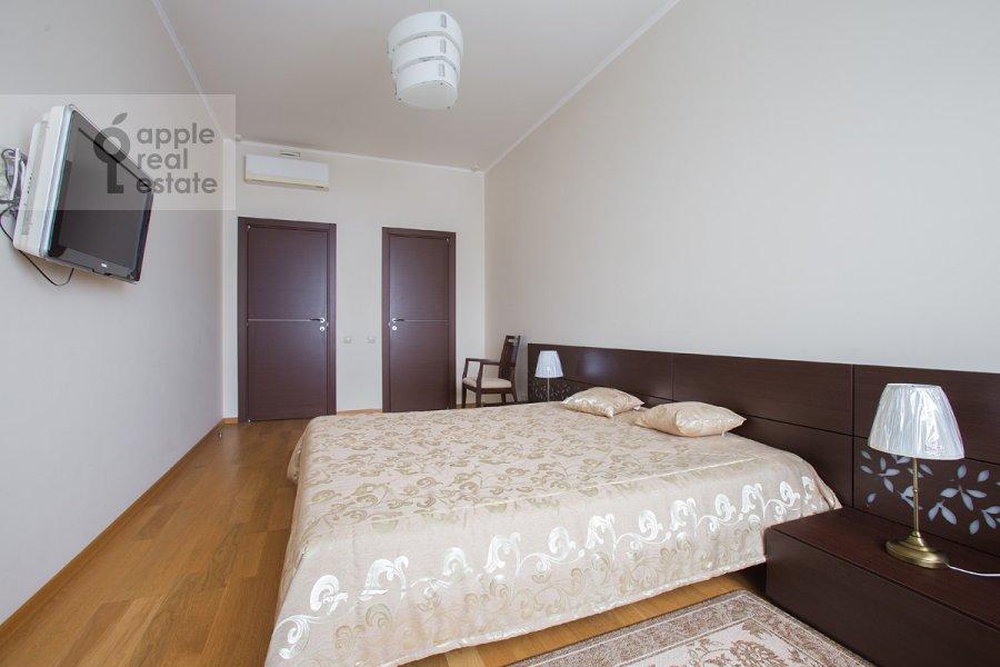 Bedroom of the 3-room apartment at Krylatskie Kholmy ul. 33k1