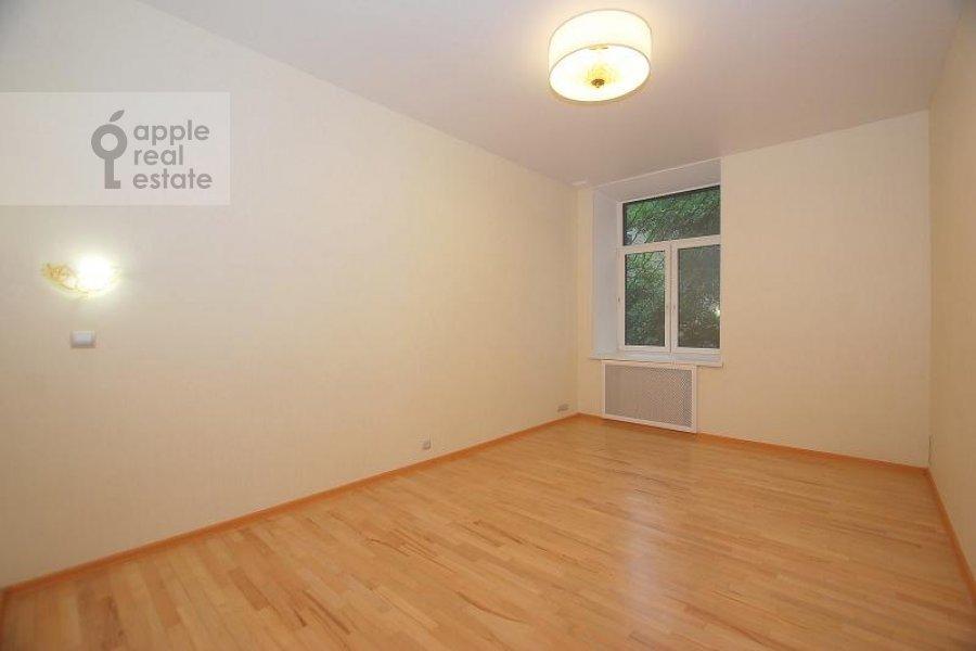 Children's room / Cabinet of the 4-room apartment at Mashkova ulitsa 16