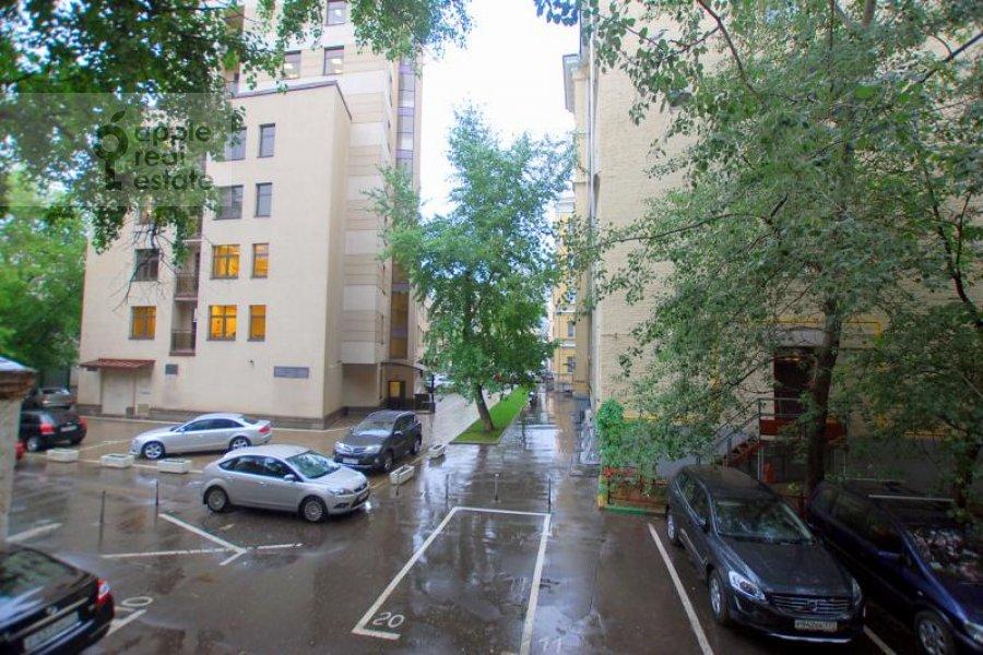 View from the window of the 4-room apartment at Mashkova ulitsa 16