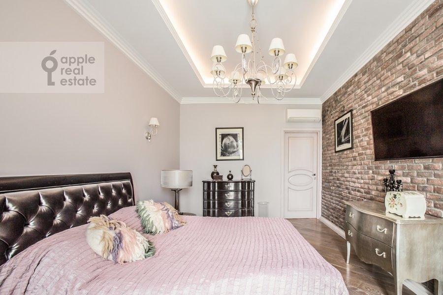 Спальня в 3-комнатной квартире по адресу Дмитрия Ульянова ул. 31