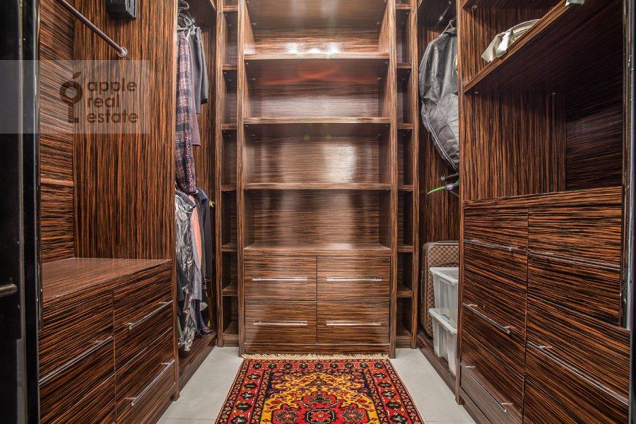 Гардеробная комната / Постирочная комната / Кладовая комната в 3-комнатной квартире по адресу Дмитрия Ульянова ул. 31