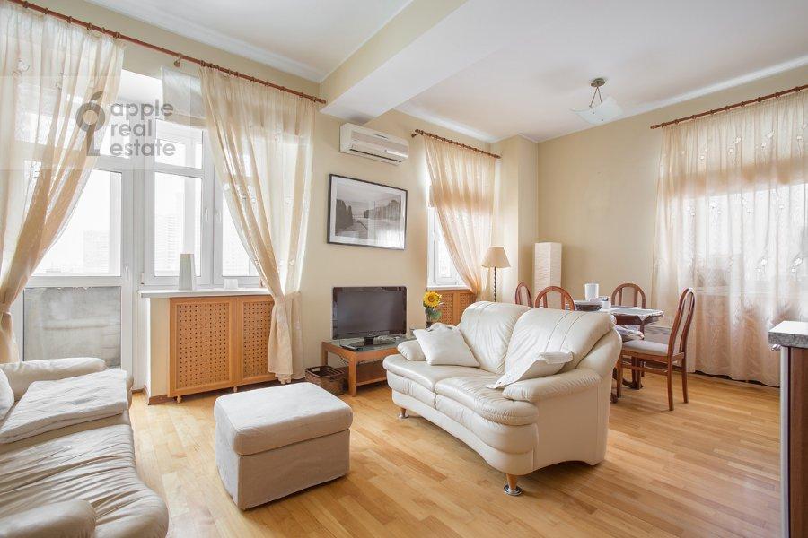 Living room of the 3-room apartment at Novinskiy bul'v. 12