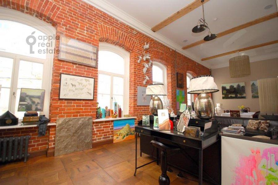 Гостиная в 6-комнатной квартире по адресу Хлебный переулок 6