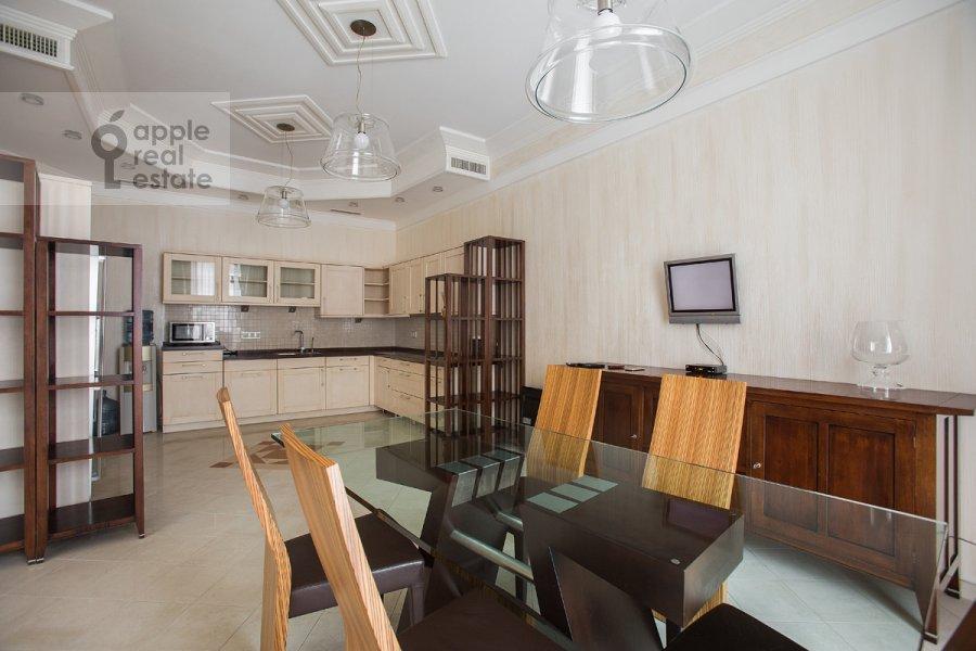 Кухня в 4-комнатной квартире по адресу Молочный пер. 1