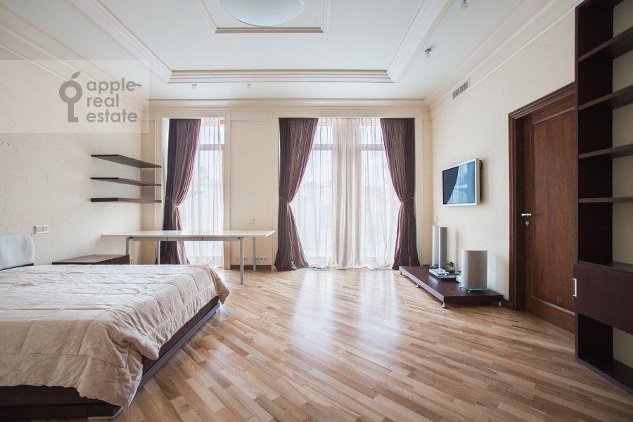 Спальня в 4-комнатной квартире по адресу Молочный пер. 1