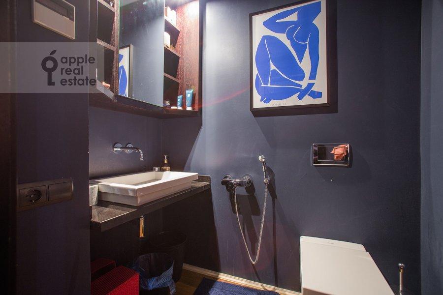 Bathroom of the 2-room apartment at Bryusov per. 2/14s2