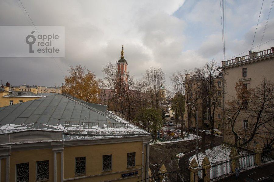 Вид из окна в 4-комнатной квартире по адресу Кривоколенный пер. 14