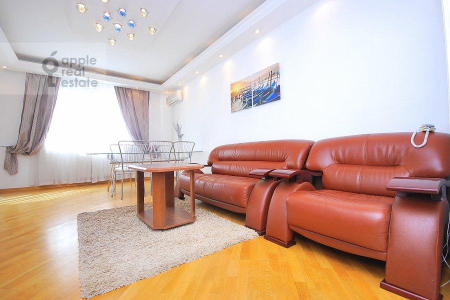 Гостиная в 4-комнатной квартире по адресу Сергея Макеева ул. 1