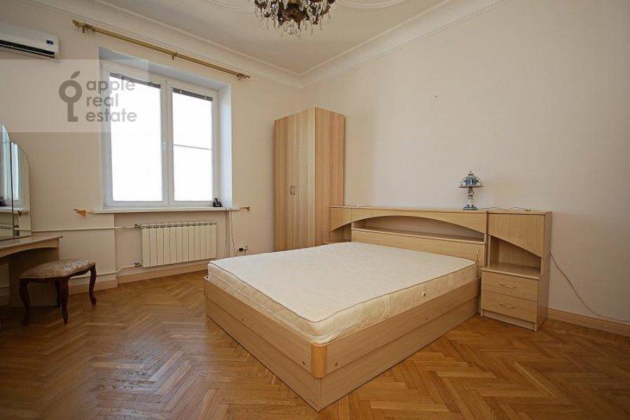Bedroom of the 5-room apartment at Goncharnaya ul. 26k1