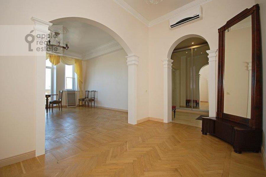 Corridor of the 5-room apartment at Goncharnaya ul. 26k1