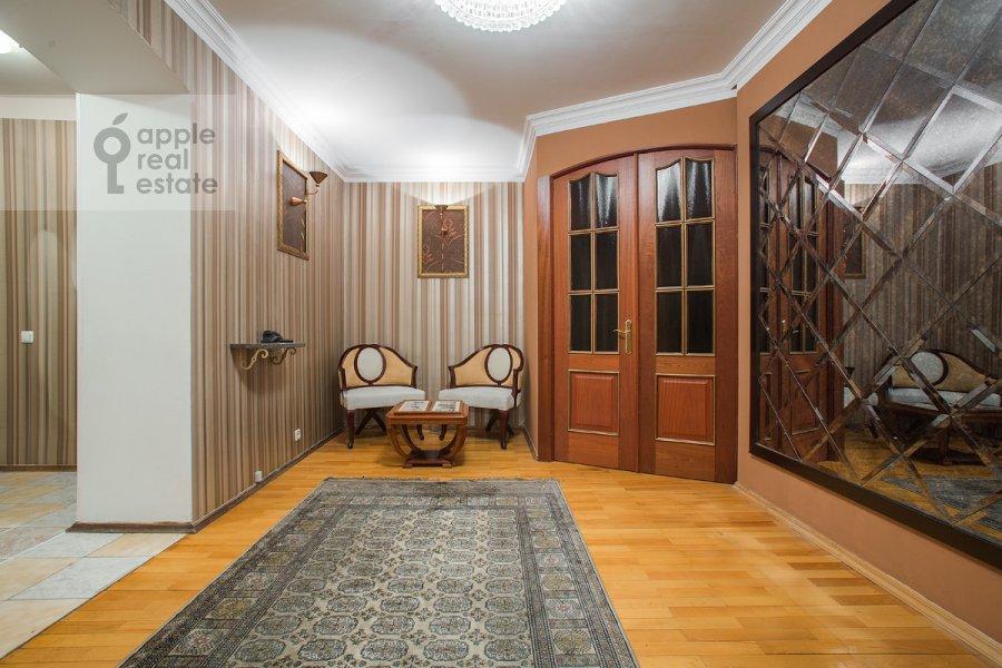 Коридор в 3-комнатной квартире по адресу Вавилова ул. 97