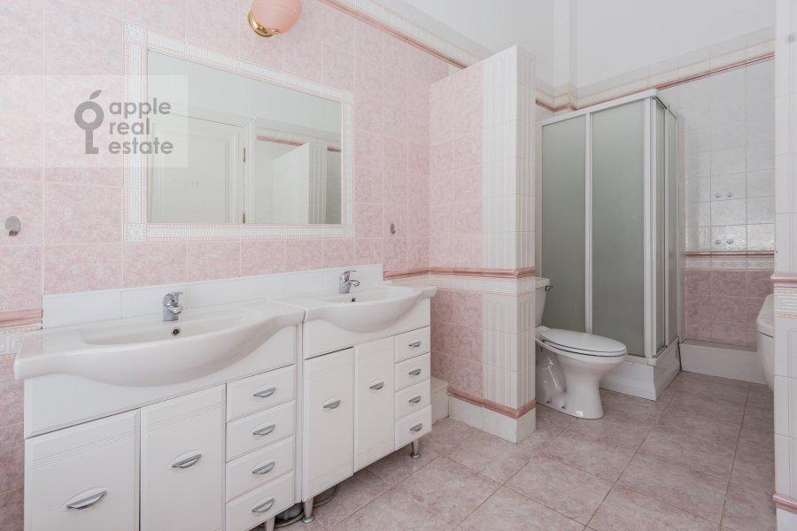 Санузел в 6-комнатной квартире по адресу Мясницкая ул. 24с1