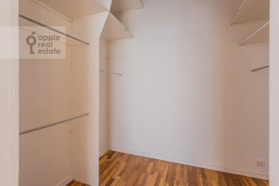 Гардеробная комната / Постирочная комната / Кладовая комната в 6-комнатной квартире по адресу Мясницкая ул. 24с1