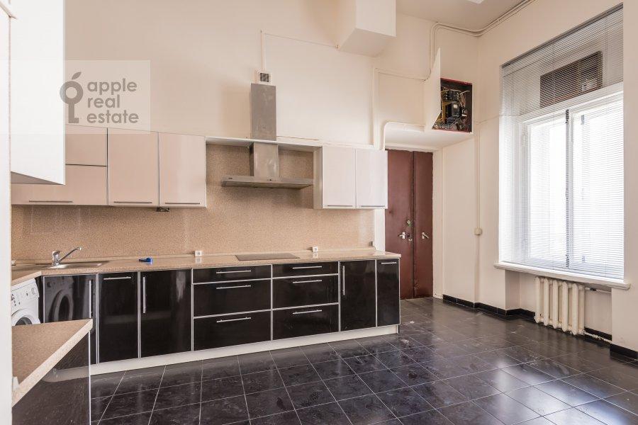 Кухня в 6-комнатной квартире по адресу Мясницкая ул. 24с1
