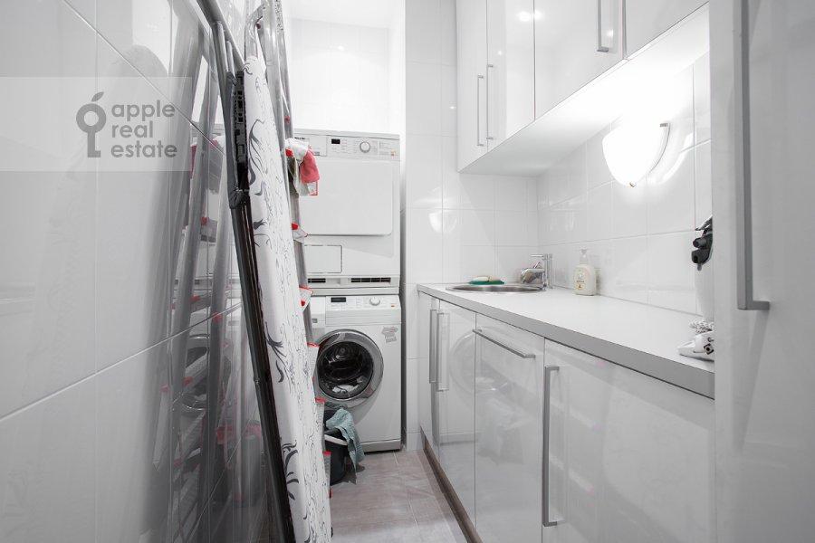 Гардеробная комната / Постирочная комната / Кладовая комната в 2-комнатной квартире по адресу Плотников переулок 21с1