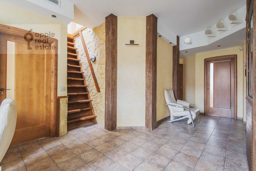 Corridor of the 5-room apartment at Plyushiikha ul. 22