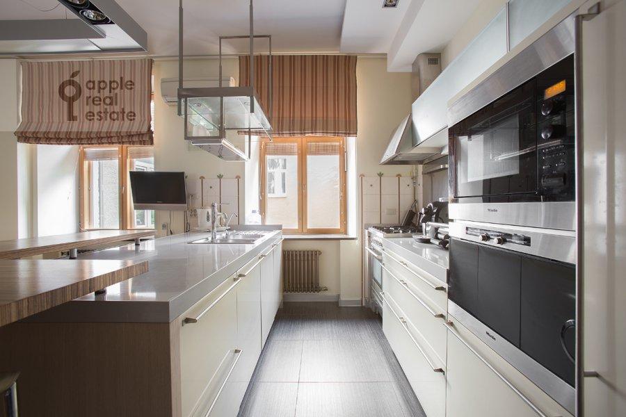 Kitchen of the 4-room apartment at Staropimenovskiy per. 8