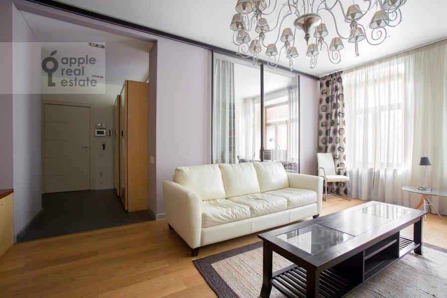 Living room of the 4-room apartment at Staropimenovskiy per. 8