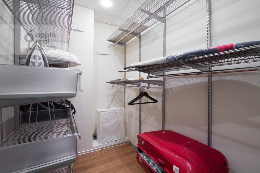 Walk-in closet / Laundry room / Storage room of the 4-room apartment at Staropimenovskiy per. 8