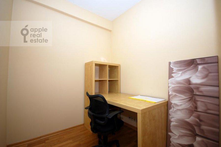 Children's room / Cabinet of the 3-room apartment at Kochnovskiy pr. 4