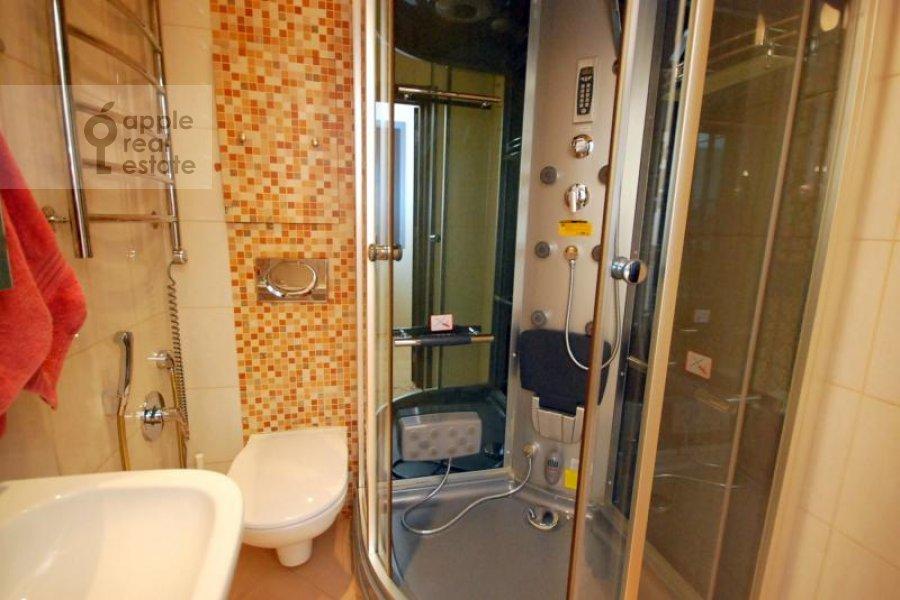 Bathroom of the 3-room apartment at Kochnovskiy pr. 4