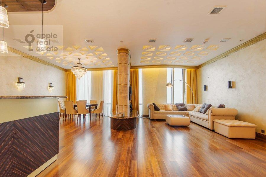 Living room of the 3-room apartment at Mosfil'movskaya ul. 8