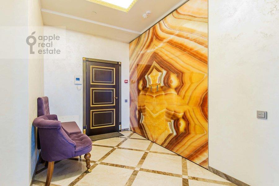 Corridor of the 3-room apartment at Mosfil'movskaya ul. 8