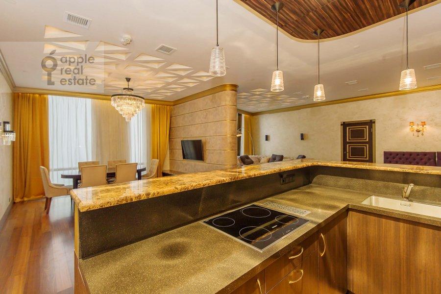 Kitchen of the 3-room apartment at Mosfil'movskaya ul. 8
