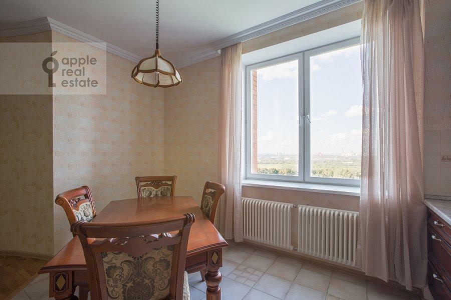 Living room of the 4-room apartment at Zvenigorodskaya ul. 8k1