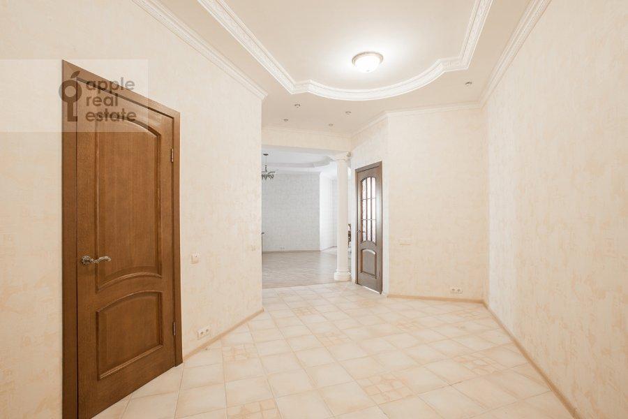 Corridor of the 4-room apartment at Zvenigorodskaya ul. 8k1