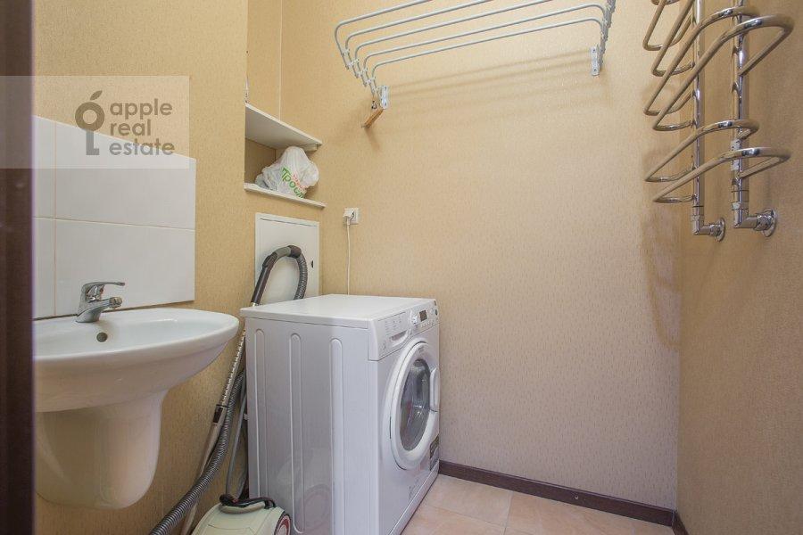 Bathroom of the 4-room apartment at Nakhimovskiy prosp. 56