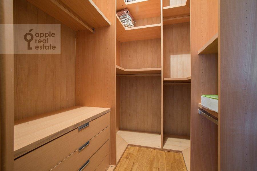 Walk-in closet / Laundry room / Storage room of the 3-room apartment at Novolesnoy per. 5