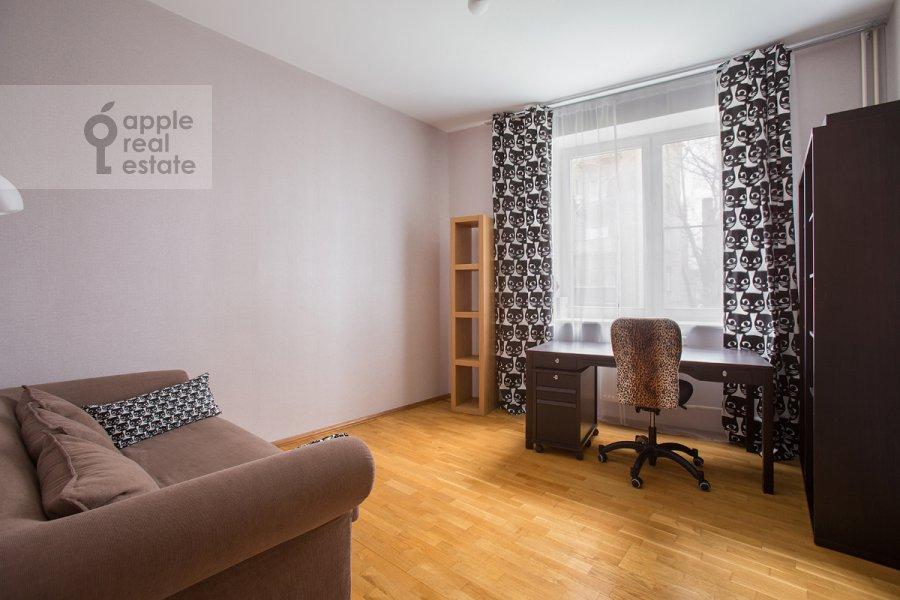 Children's room / Cabinet of the 3-room apartment at Novolesnoy per. 5