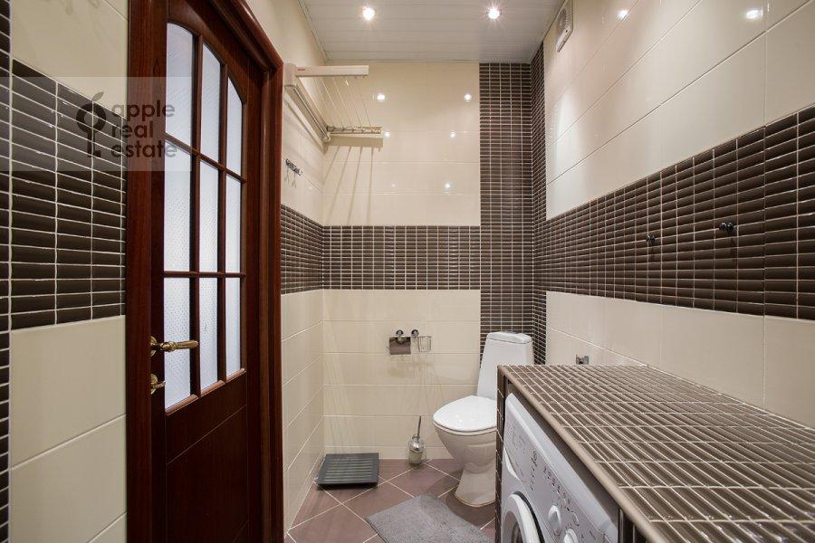 Bathroom of the 2-room apartment at Bryusov per. 4