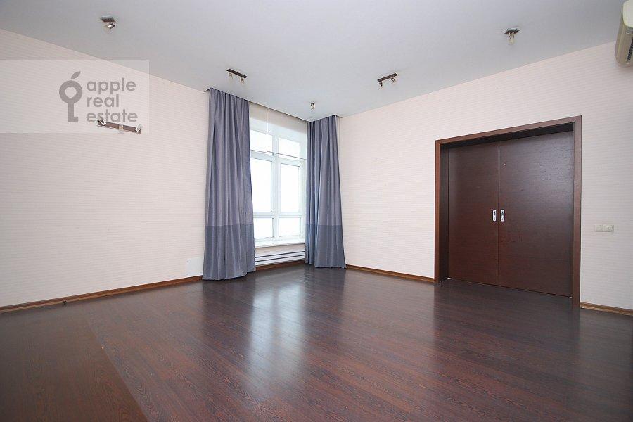 Гостиная в 5-комнатной квартире по адресу Авиационная улица 79к1
