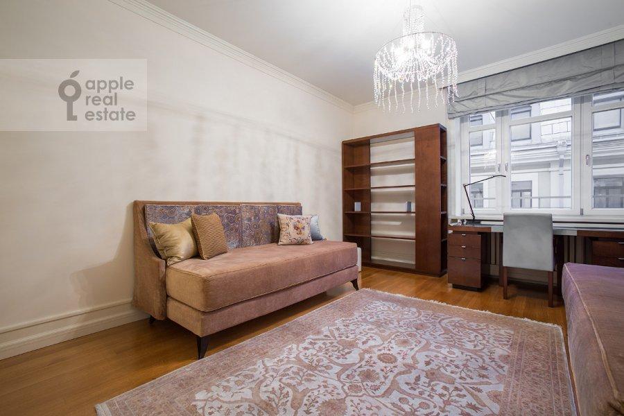 Спальня в 3-комнатной квартире по адресу Козихинский Малый пер. 7