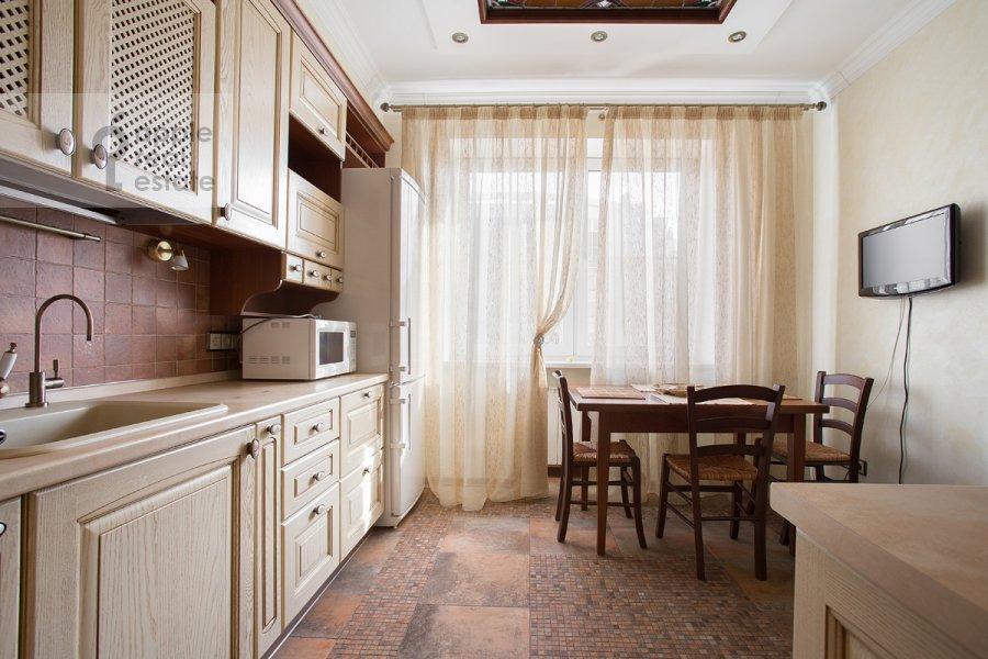 Кухня в 3-комнатной квартире по адресу Дмитровка Малая ул. 15