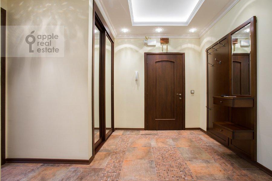 Коридор в 3-комнатной квартире по адресу Дмитровка Малая ул. 15