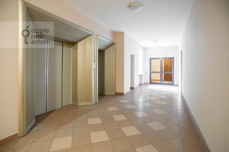 Вид из окна в 3-комнатной квартире по адресу Дмитровка Малая ул. 15