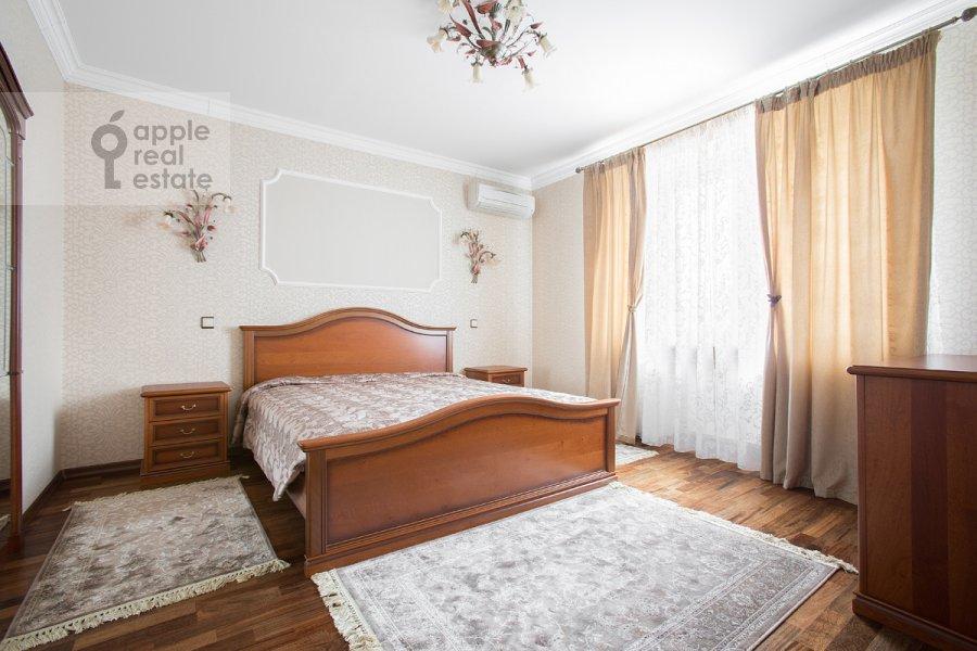 Спальня в 3-комнатной квартире по адресу Дмитровка Малая ул. 15
