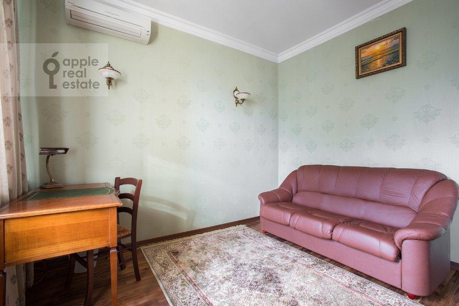 Детская комната / Кабинет в 3-комнатной квартире по адресу Дмитровка Малая ул. 15