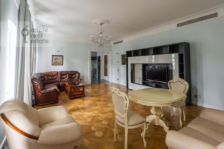 Living room of the 2-room apartment at Petrovskiy bul'v. 21