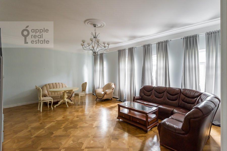 Гостиная в 2-комнатной квартире по адресу Петровский бульв. 21