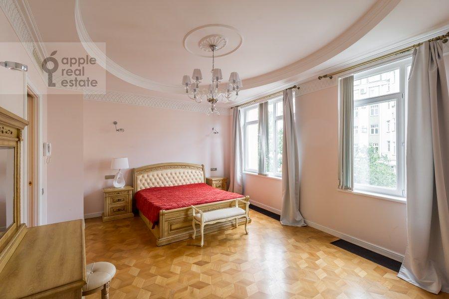 Bedroom of the 2-room apartment at Petrovskiy bul'v. 21