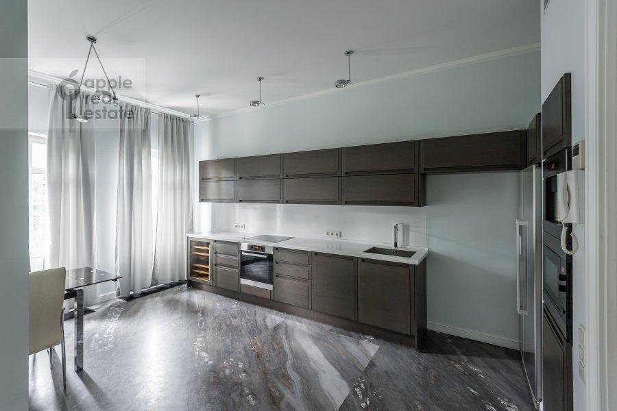 Кухня в 2-комнатной квартире по адресу Петровский бульв. 21