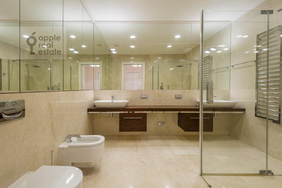 Bathroom of the 2-room apartment at Petrovskiy bul'v. 21